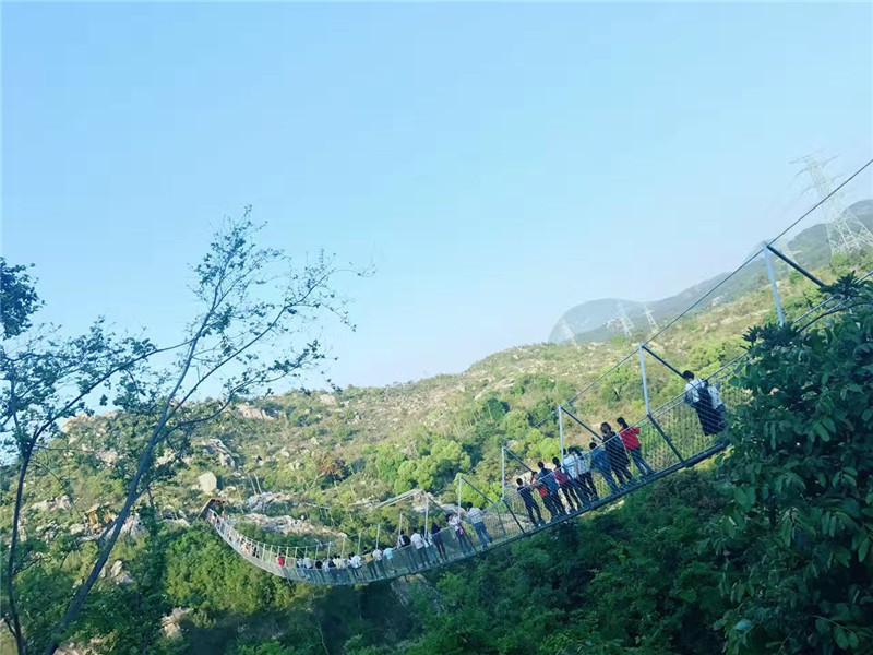 景区内有桃花源瀑布,玻璃索道桥,特色木屋别墅,闽南民宿,动物亲子乐园